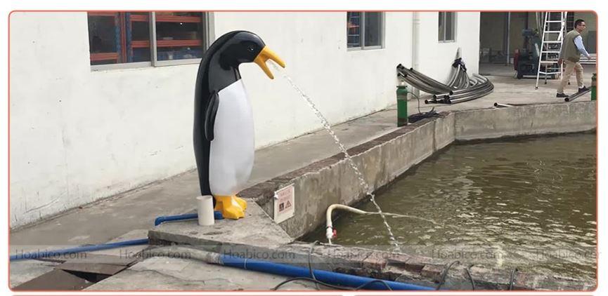 Chim cánh cụt phun nước