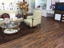 Sàn nhựa vân gỗ tự dính trong nhà